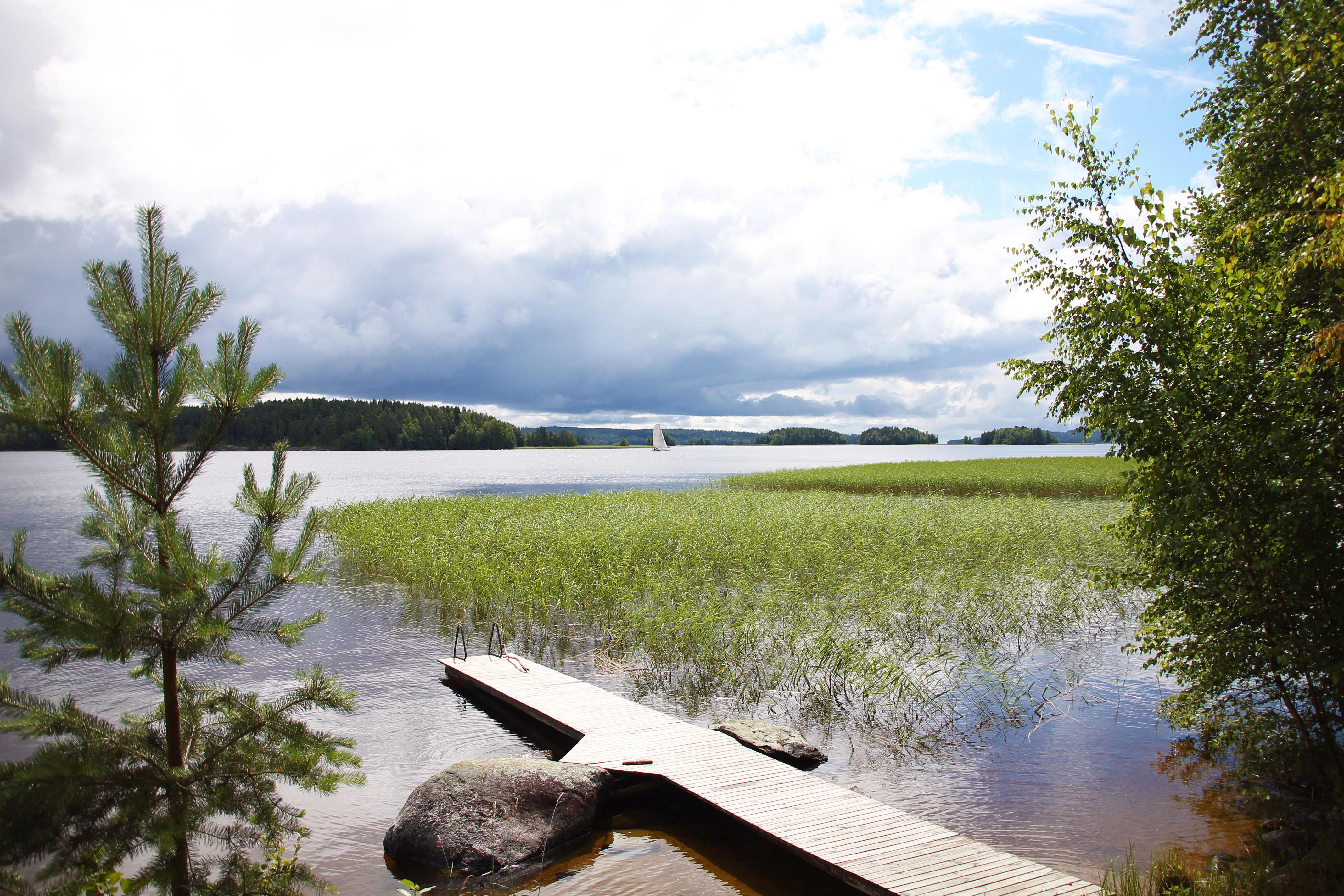Kujanpää-mökin laituri ja Päijänteen järvimaisemaa